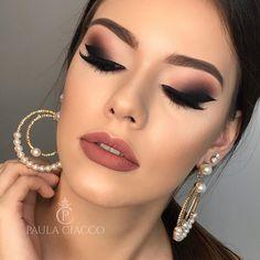 Maquillaje con vestido negro de dia