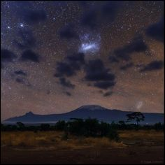 Babak Tafreshi @BabakTafreshi  6月19日 翻訳を表示 Above the roof of #Africa. Magellanic Clouds (our neighboring galaxies) over #Kilimanjaro http://www.natgeocreative.com/photography/1909195 … Bingによる英語からの自動翻訳 誤った翻訳ですか? #Africaの屋根の上。マゼラン雲 (私たちの近くの銀河) #Kilimanjaro http://www.natgeocreative.com/photography/1909195 …