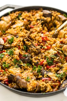There are few dishes as flavor-packed, comforting, and vibrant as paella. This vegan mushroom paella packs a rich punch of flavor thanks to a sofrito base, hearty mushrooms, and artichoke hearts. Vegan Vegetarian, Vegetarian Recipes, Healthy Recipes, Vegetarian Paella, Vegan Bean Recipes, Vegetable Salad, Vegan Food, Pasta Recipes, Salads