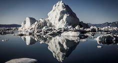 Dai ghiacci al mare delle isole Canarie: ecco la bellissima storia di 11 Inuit che spiega cosa significhi vivere in Groenlandia.