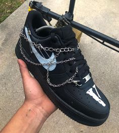 Chained Vlone Air Force 1 Custom - Source by dustinevf - Dr Shoes, Cute Nike Shoes, Black Nike Shoes, Cute Nikes, Hype Shoes, Me Too Shoes, Jordan Shoes Girls, Girls Shoes, Air Force 1 Noir