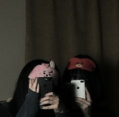 Find images and videos about girls, aesthetic and friends on We Heart It - the app to get lost in what you love. Couple Ulzzang, Ulzzang Korean Girl, Cute Korean Girl, Best Friend Pictures, Bff Pictures, Friend Photos, Korean Best Friends, Girl Friendship, Girl Couple