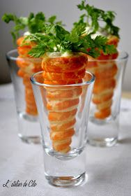 Hello, Today I prepared small treats in two versions, one salty and the other sweet … Source Easter Recipes, Appetizer Recipes, Cute Food, Yummy Food, Party Snacks, Party Finger Foods, Fingerfood Party, Food Decoration, Appetisers