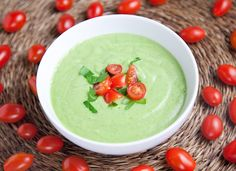 Raw Cucumber Avocado Soup - Use about 3 cucumbers per one avocado. One lemon per avocado. 2 tbsp of olive oil per avocado. Add paprika, cayenne, salt, pepper, and yogurt to taste. Tomatoes on the side. Raw Food Recipes, Wine Recipes, Soup Recipes, Healthy Recipes, Detox Recipes, Healthy Food, Pesco Vegetarian, Avocado Soup, Vegan Soups