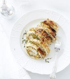 Acima, o peito de peru recheado de damascos e castanha-de-caju, que leva tomilho e gengibre, é a garantia de um Natal tradicional, com toque criativo.  (Foto: StockFood / Gallo Images Pty Ltd.)