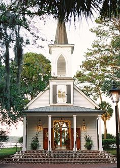 What a beautiful chapel for someone's wedding. It's in Palmetto Bluff South Carolina. What a beautiful chapel for someone's wedding. It's in Palmetto Bluff South Carolina. Old Country Churches, Old Churches, Church Pictures, Palmetto Bluff, Take Me To Church, Perfect Day, Church Building, Building Ideas, Cathedral Church