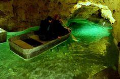 Tapolcai-tavasbarlang: Magyarországon nincs még egy olyan barlang, amit csónakkal járhattok be. A vízen evezve 300 méteren át gyönyörködhettek a feltörő melegvíz a...