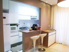 Cozinha americana de um apartamento, em Ribeirão Preto. Projeto de Renata Oliveira.
