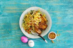 Drukke dag gehad? Dit mie-gerecht zet je in een handomdraai op tafel.- Recept - Allerhande Asian Dinner Recipes, Asian Recipes, Ethnic Recipes, Healthy Cooking, Chicken Recipes, Noodles, Food, Drinks, Seeds