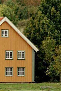 De klassiske husene er en del av det norske landskapsbildet, og gir en følelse av landlig idyll. 💕💕 Shed, Outdoor Structures, Backyard Sheds, Coops, Barns, Tool Storage, Barn