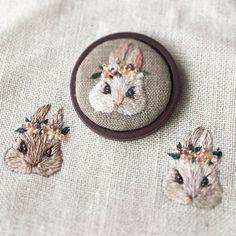 いいね!1,672件、コメント14件 ― DamnGoodStitchさん(@damngoodstitch)のInstagramアカウント: 「by @cherin_mayuka⠀ .⠀ .⠀ .⠀ .⠀ .⠀ #embroidery #embroideryart #embroideryartist #fiberart #broderie…」 Hand Embroidery Stitches, Silk Ribbon Embroidery, Hand Embroidery Designs, Diy Embroidery, Embroidery Techniques, Cross Stitch Embroidery, Sewing Stitches, Embroidery On Clothes, Fabric Art