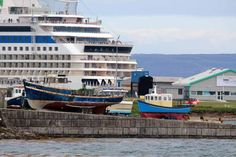 Einmal Spitzbergen und zurück   Alt und Neu im Hafen von Kirkwall (c) Frank Koebsch