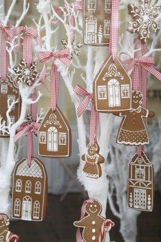 How to decorate Christmas Tree using non traditional ornaments – The Best Christmas Cookies Gingerbread Village, Gingerbread Ornaments, Christmas Gingerbread House, Noel Christmas, Pink Christmas, Winter Christmas, Christmas Cookies, Christmas Ornaments, Gingerbread Decorations