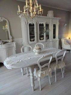 Beautiful dining room just add some PINK! Style Shabby Chic, Shabby Chic Cottage, Shabby Chic Homes, Shabby Chic Decor, White Cottage, Romantic Cottage, Beautiful Dining Rooms, Family Room Design, White Rooms