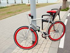 Foldylock is a premium folding Bike lock that easily unfolds to a sturdy lock. When bike is folded it is easily carried in its designated case, mounted on your folding bike on the bike frame, or in rider's back pack. Bike Gadgets, New Gadgets, Cool Gadgets, Lock Image, Bicycle Lock, Bike Magazine, Cool Lock, Steel Bar, Bike Frame