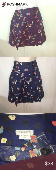 Urban Outfitters Floral Skirt-10 A beautiful Floral skirt from Urban Outfitters! The shape is flattering and the pattern and details make it stand out. The different colors mean it can be paired with anything. A perfect piece for a nice outfit for any occasion! Urban Outfitters Skirts Midi