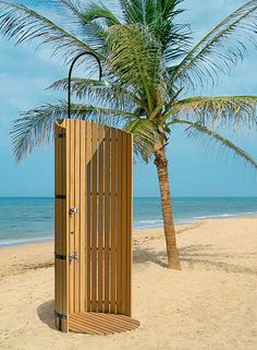 Merveilleux Inspiring Unique Outdoor Shower Beach With Wooden Wall Overlooking Sea View  Near Coconut Tree Ideas   Cool Designs Of Exterior Look Of Outdoor Shower  Rooms