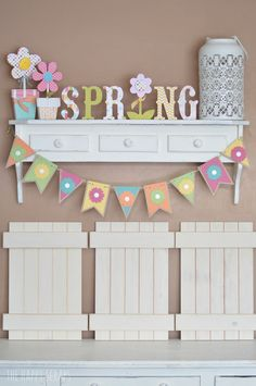 Simple Spring Banner - The Happy Scraps - Kitchen Decoration Ideas Cricut Banner, Diy Banner, Cute Banners, Paper Banners, Summer Crafts, Holiday Crafts, Holiday Decor, Spring Banner, Easter Banner