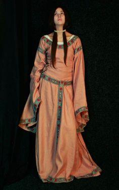 Vestuário feminino Idade Media Românica