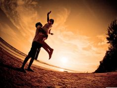 Love couple wallpaper is a beautiful collection where you will get some stunning romantic couple wallpapers taken in sea beach. Almost every couple loves Happy Love, Are You Happy, Just For You, Couple Wallpaper, Love Wallpaper, Wallpaper Pictures, Couple Beach, Love Couple, Beautiful Couple