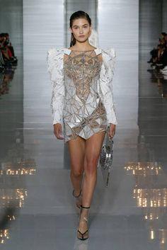 Balmain Spring 2019 Ready-to-Wear Collection - Vogue Paris Fashion Week Women's Runway Fashion, Look Fashion, Trendy Fashion, Fashion News, High Fashion, Fashion Outfits, Fashion Design, Fashion Trends, Paris Fashion