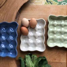 Ceramic Clay, Ceramic Pottery, Pottery Art, Ceramic Egg Holder, Slab Pottery, Thrown Pottery, Pottery Studio, Ceramic Bowls, Porcelain Ceramic