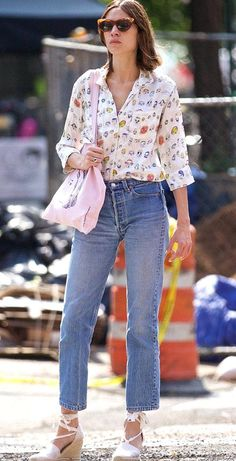 Summer in the city Alexa Chung looked effortlessly cool in another style hit as she hit the New York on Wednesday Retro Fashion, Trendy Fashion, Girl Fashion, Fashion Outfits, Fashion Shirts, Fashion Hacks, Trendy Style, Retro Style, Fashion Clothes