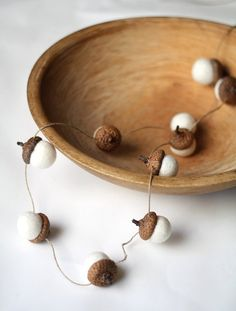 This handmade felt acorn garland because fall is here and acorns indicate that somehow.