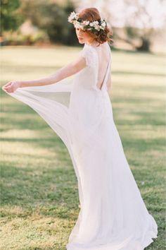 Celest Thoi bridal gown | Jenny Sun Photography | http://burnettsboards.com/2014/01/enchanted-garden-editorial/