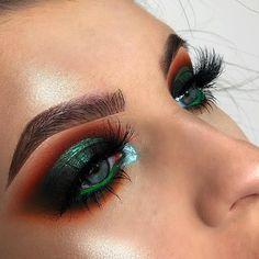Stunning Christmas Green Eyeshadow Makeup Ideas You Must Know; Makeup Looks; looks New Year's Makeup, Eye Makeup Tips, Glam Makeup, Makeup Trends, Makeup Inspo, Makeup Inspiration, Makeup Ideas, Face Makeup, Devil Makeup