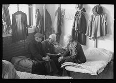 Caption (Original Description) Man reading to fellow inmates, homeless men's bureau, Sioux City, Iowa Photographer Russell Lee