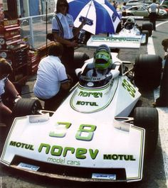 1976  Surtees TS19 - Ford (Henri Pescarolo)