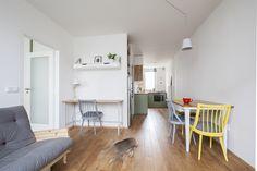 Kuchyň zůstala spojená s obývacím pokojem. Díky protilehlým oknům získala dostatečné přirozené osvětlení. Zdroj: Schwestern