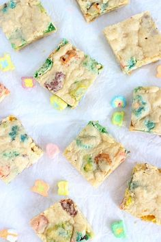 WHITE CHOCOLATE LUCKY CHARMS BLONDIES! Super simple and perfect for St. Patrick's Day!