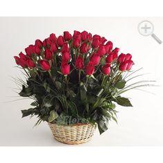 Canasta con 75 rosas rojas
