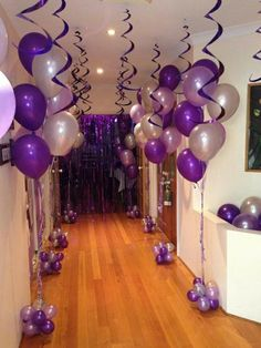 Purple Party Decorations, Birthday Party Decorations, Decoration Party, Decorations With Balloons, Balloon Decoration For Birthday, Diy Sweet 16 Decorations, 17th Birthday Party Ideas, 60th Birthday Balloons, Balloon Centerpieces