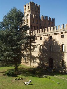 The Castle of Galeazza,(Bologna) a 14th Century castle in the Italian countryside, offers retreats to anyone wishing to take time out to read, write, relax or just think. The castle is a meeting place for people who love to read, perhaps the only one in the world.