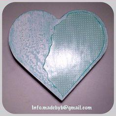 Caja corazón decorada - scrapping. Para más información, escríbenos a info.madebyb@gmail.com. For more information: info.madebyb@gmail.com #scrap #scrapping #joyero #hechoamano #manualidades #manualidades #handmade