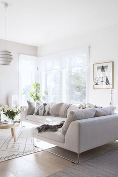 41 Amazing Modern Minimalist Living Room Modern living room décor is all about being chic, minimalistic and functional yet warm and inviting. Modern Minimalist Living Room, Living Room Modern, Minimalist Home, Living Room Interior, Home Living Room, Living Room Designs, Living Room Decor, Minimalist Design, Casual Living Rooms