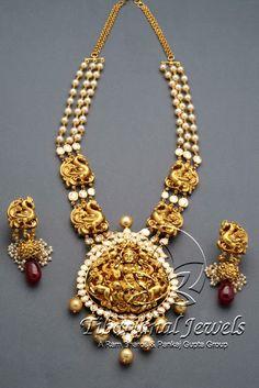 Indian Jewellery and Clothing: Divine temple jewellery fom Tibarumal jewels. Pendant Jewelry, Gold Jewelry, Beaded Jewelry, Jewelery, Peacock Jewelry, Tiffany Jewelry, Gold Bangles, Gold Pendant, Pearl Jewelry