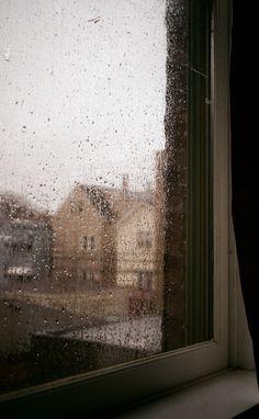 Night Aesthetic, Autumn Aesthetic, Rain Wallpapers, Wallpaper Backgrounds, Aesthetic Backgrounds, Aesthetic Wallpapers, Cozy Rainy Day, Rainy Window, I Love Rain