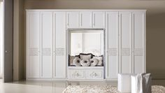Composition M202 Door mod. TRAVIATA, central application on doors. Glazed antique white finish and silver frame.