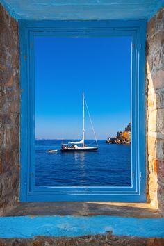 Den Blick aus dem Fenster auf Santorin genießen? Mit Angeboten von passiontraveller kein Problem!