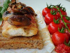 Suroviny na prípravu receptu Grilovaný zubáč v slanine:filety zo zubáča Radoma od Ryba Žilina, tenké plátky slaninky, šampiňóny, cherry paradajky,