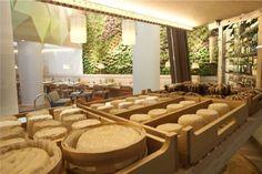 Poncelet Cheese Bar en Madrid por Gabriel Corchero Studio.