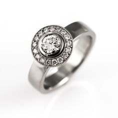 Diamond halo ring with 0,70ct center stone.