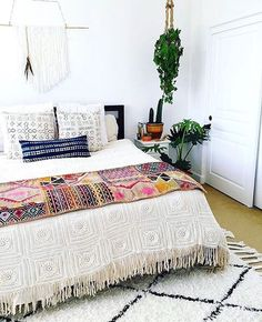 Gorgeous bohemian bedroom  @colby_tice