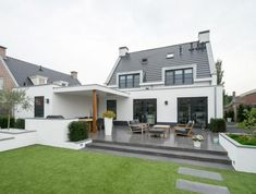 Moderne Villa in Voorhout - Allure Build Idee Terrasse, Garten und Baldachin - House Extension Design, House Design, Raised Patio, Backyard Buildings, Rural House, Garden Design Plans, Driveway Landscaping, Backyard Patio, Garden Planning