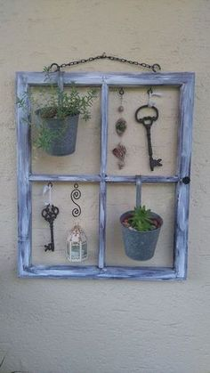 Old shutters can often be picked up for free! Give them a nice color and then do THAT! - DIY craft ideas Old shutters can often be picked up for free! Give them a nice color and then do THAT! – DIY craft ideas Source by Garden Crafts, Garden Projects, Wood Projects, Diy Garden, Craft Projects, Old Window Frames, Window Art, Old Window Decor, Window Well