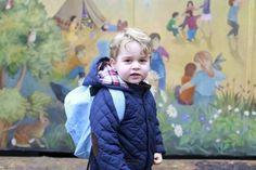 Londres.- Catherine duquesa de Cambridge ha compartido fotografías de príncipe George en su primer día de guardería .El pequeño que ocupa el tercer lugar en la línea de sucesión al trono británico, quien ya tienedos años asiste a la escuela de (...)